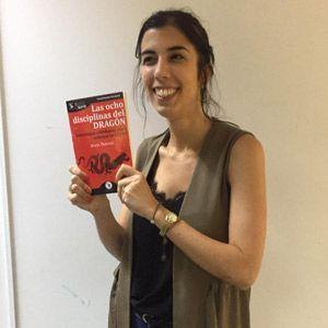 Ines Oliveira ya tiene su GuíaBurros Las ocho disciplinas del dragón