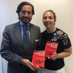 Oscar Mesa del Castillo y Raquel Agüero ya tienen su GuíaBurros Las ocho disciplinas del dragón
