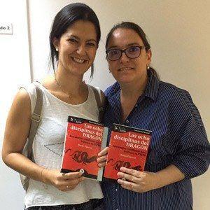 Patricia Díaz y Sara Fernández ya tienen su GuíaBurros Las ocho disciplinas del dragón